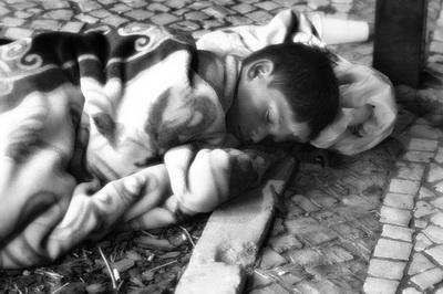 Crianca sem abrigo