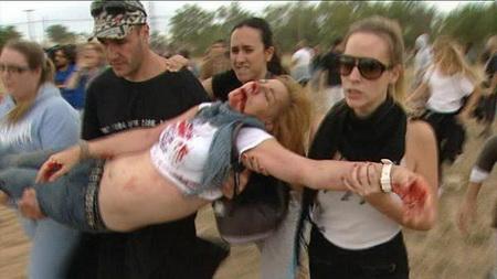 manifestante apedrejada