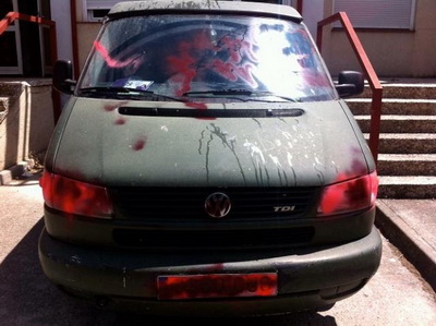 carro vandalizado por aficionados