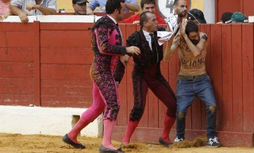 Marbella quadrilha de morante agride abolicionista2.jpg
